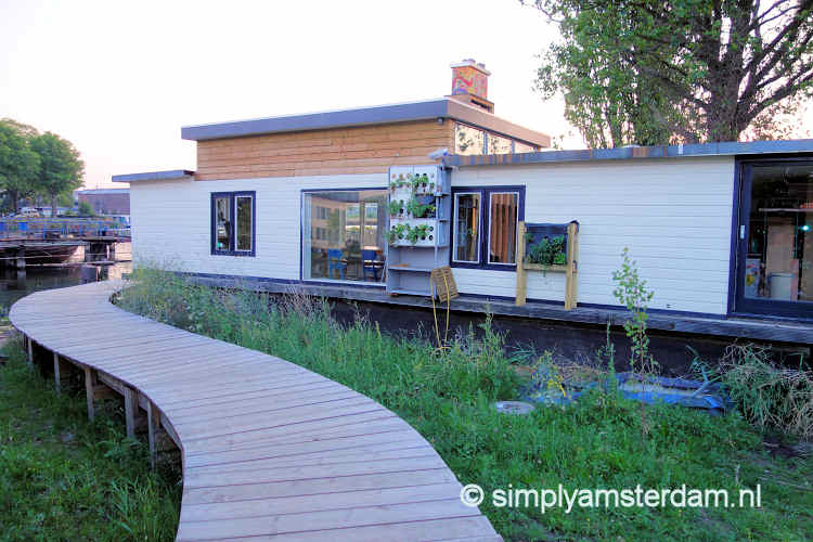 Houseboats on land @ De Ceuvel