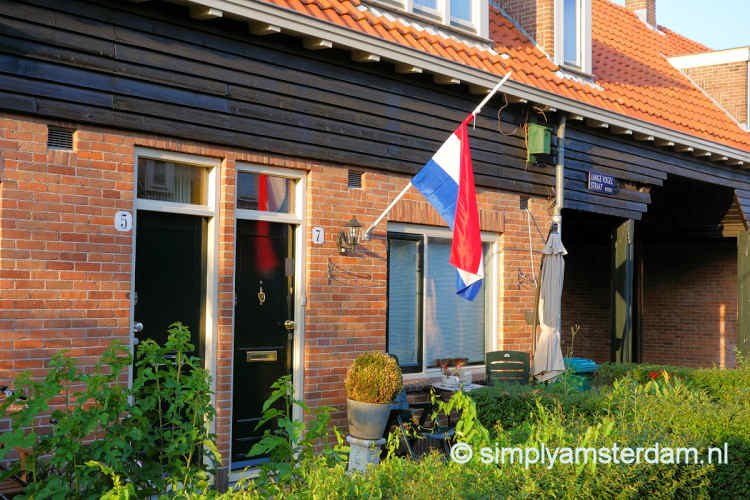 Half mast Dutch flag