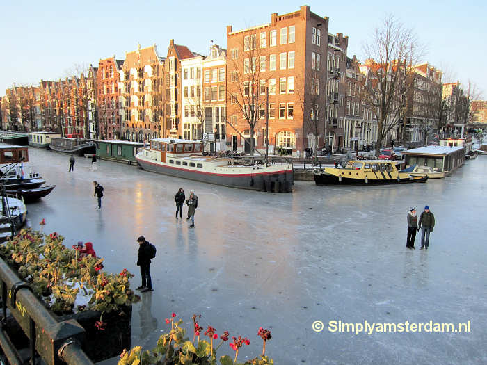 Ice skating on Brouwersgracht