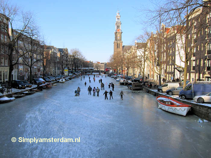 Ice skating on Amsterdam Prinsengracht