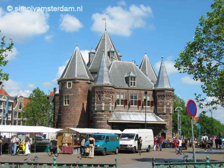 Waag / Saturday streetmarket on Nieuwmarkt