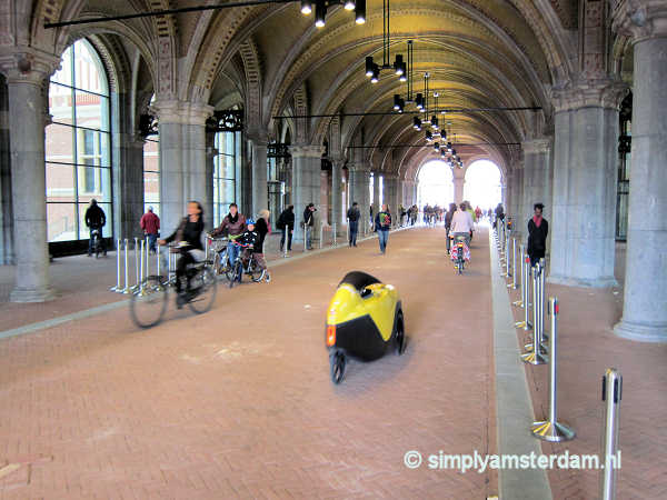 Tourist dies near Rijksmuseum, after collision with moped