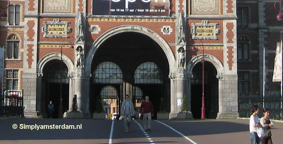 Amsterdam Rijksmuseum passageway open for cyclists