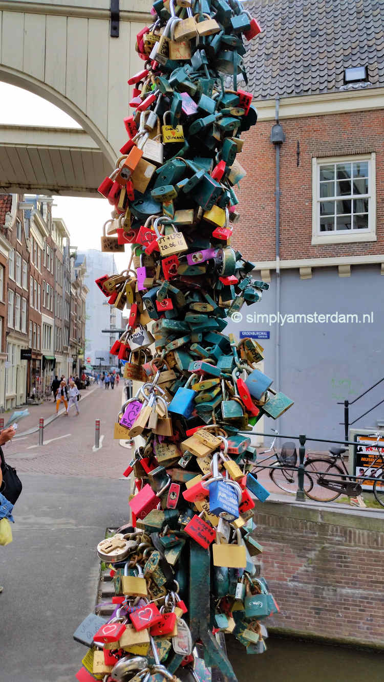 Lovelocks on Staalmeesters bridge