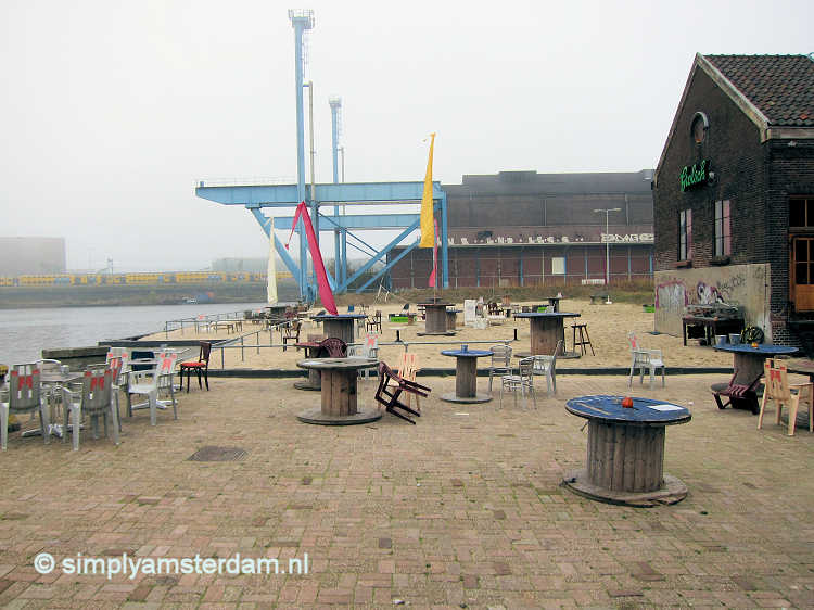 Cafe / urban beach Roest