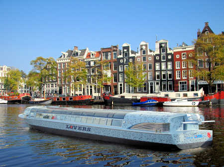 First hydrogen powered canal cruise boat in Amsterdam